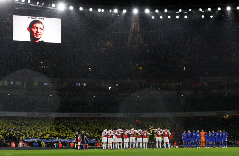 Emiliano Sala remembered as Arsenal beat Cardiff