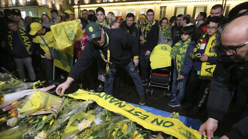 Search for Emiliano Sala called off; family plead to continue their search.