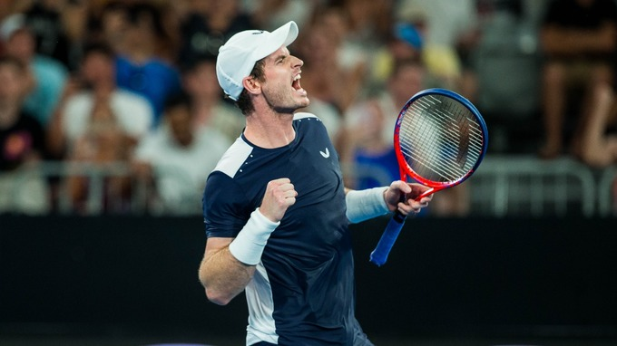 Andy Murray makes a stunning return to tennis at Queens!